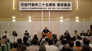会場には800人を越える人々が。外国メディアの取材も多くあった